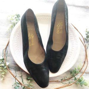 Salvatore Ferragamo screen print heels sz 8.5